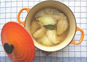新たまねぎと鶏手羽のスープ煮